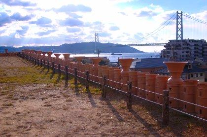 五色塚古墳から明石大橋を望む