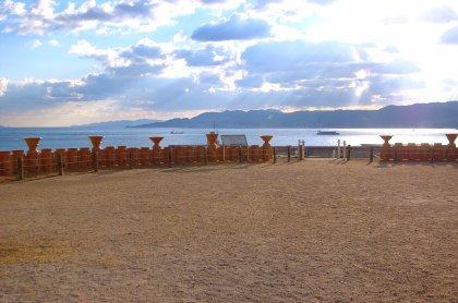 五色塚古墳から淡路島を望む