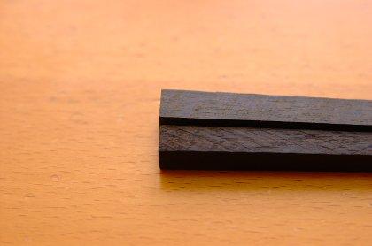 箸用に加工された青黒檀と縞黒檀
